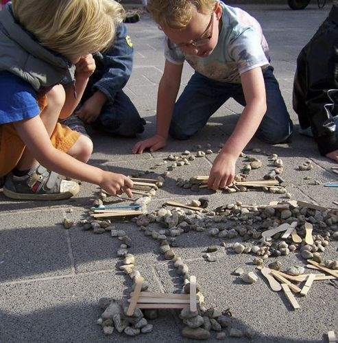 1.Children use sticks and stones to learn math and engineering concepts.